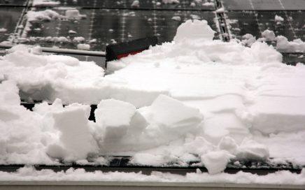 Сход снега с крыши: в чем опасность и как её предотвратить